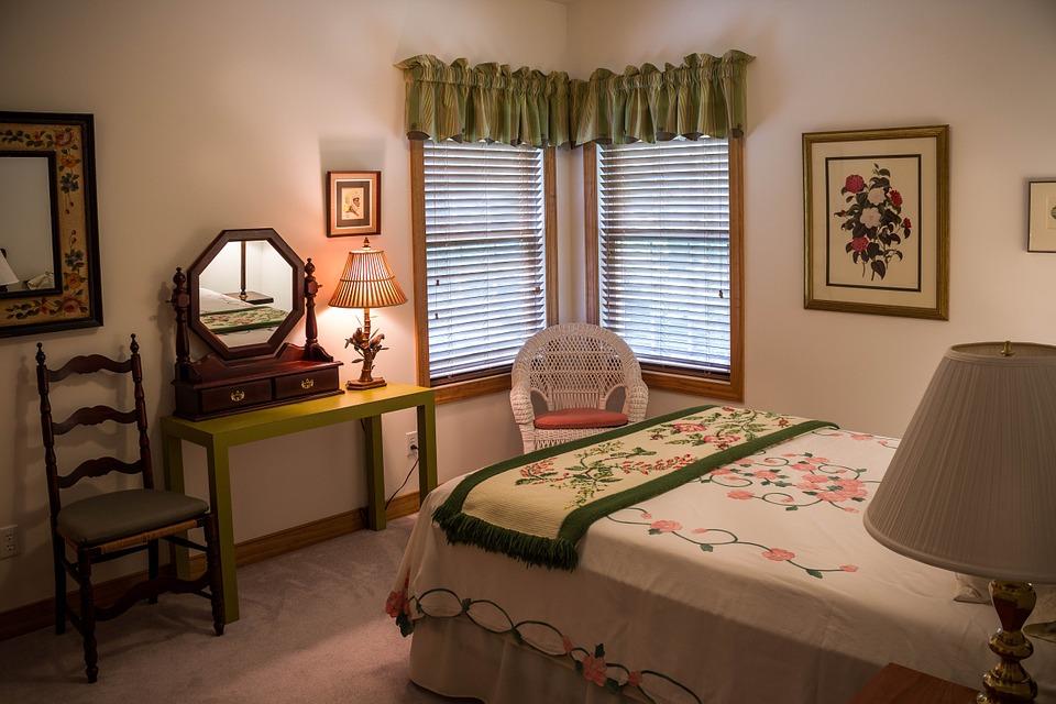 bedroom-374982_960_720